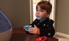 Видео: По грешка, дете дознава што е порно од виртуелен асистент!