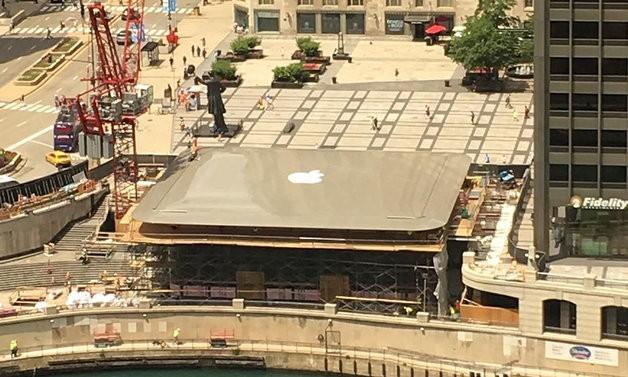Новата стаклена продавница на Apple изгледа како голем Macbook