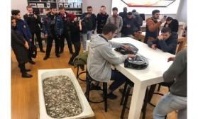 Русија: Купување на iPhone XS, плаќање со када полна монети