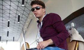 Руски студент сам си направи бионички очи откако ослепел при експлозија